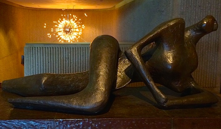 Henry Moore, Reclining Figure, 1956; bronze, edition 3/7; Palm Springs Art Museum; photo © codylee.co