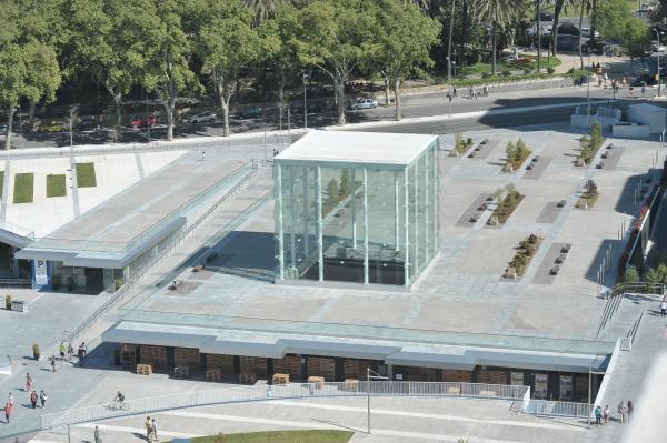 Centre Pompidou Málaga; Muelle Uno designed by L35 Architects; photo via Área de Turismo Ayuntamiento de Málaga