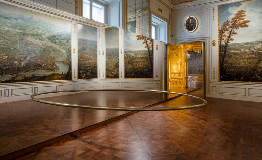 Ólafur Elíasson, Wishes Versus Wonders, 2015; Steel, brass, mirror, 90 x 500 x 250 cm, ø 6.5 cm; Thyssen-Bornemisza Art Contemporary Collection, Vienna; Baroque Baroque installation view at the Winter Palace of Prince Eugene of Savoy, Vienna, 2015; photo by Anders Sune Berg, © Ólafur Elíasson
