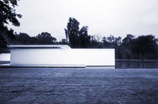 Gordon Watkinson, Skywood House; Graham Phillips, 2000; Denham, UK; inkjet print; image © Gordon Watkinson