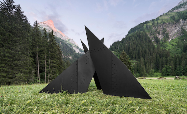 Alexander Calder, Six Planes Escarpé, 1967; installation view near Gstaad; sheet metal, bolts and paint; 119 x 156 x 150 in inches; photo by Jon Etter, © 2016 Calder Foundation, New York / DACS, London, courtesy of Calder Foundation, New York / Art Resource, New York and Hauser & Wirth