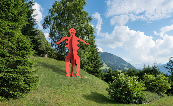 Alexander Calder, Untitled, 1976; installation view near Gstaad; sheet metal, bolts and paint; 170 x 80 x 150 inches; photo by Jon Etter, © 2016 Calder Foundation, New York / DACS, London, courtesy of Calder Foundation, New York / Art Resource, New York and Hauser & Wirth