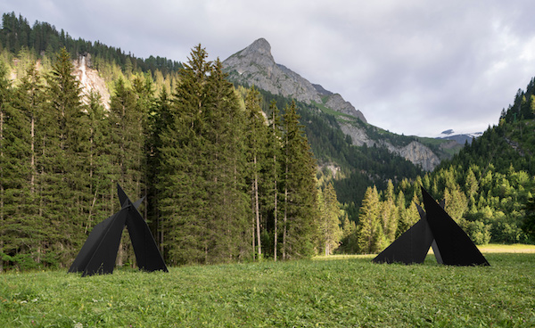 Alexander Calder, Four Planes Escarpé (left), and Six Planes Escarpé (right), 1967; installation view near Gstaad; sheet metal, bolts, and paint; 120 x 139 x 147 inches and 119 x 156 x 150 inches; photo by Jon Etter, © 2016 Calder Foundation, New York / DACS, London, courtesy of Calder Foundation, New York / Art Resource, New York and Hauser & Wirth