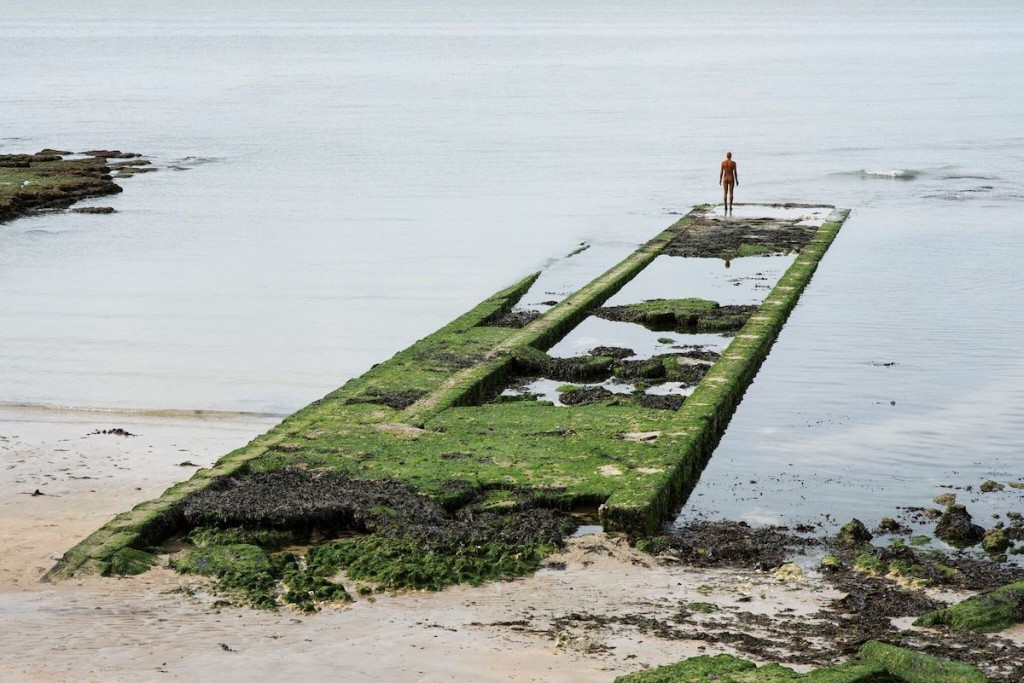 Antony Gormley, ANOTHER TIME XXI, 2013, © Antony Gormley, on Fulsam Rock on the Margate foreshore, photography by Thierry Bal